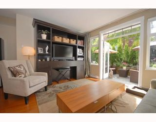 Photo 2: 2294 St. George Street in Vancouver: Mount Pleasant VE Townhouse for sale (Vancouver East)  : MLS®# V748597