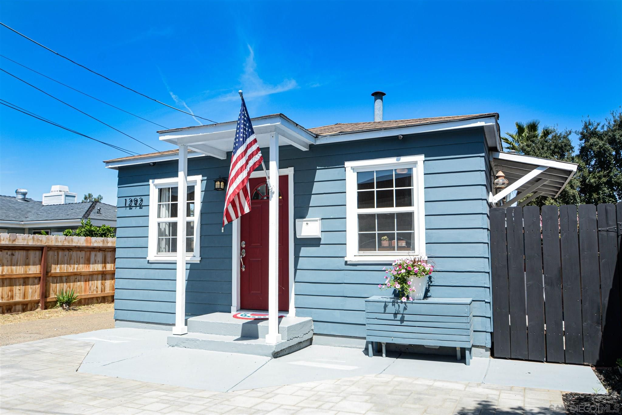 Main Photo: EL CAJON House for sale : 2 bedrooms : 1292 Naranca Ave