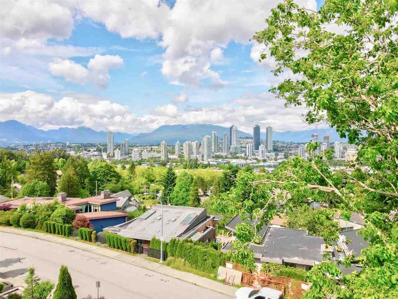 FEATURED LISTING: 4014 NITHSDALE Street Burnaby