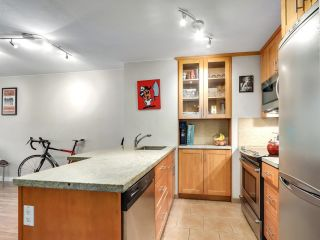 """Photo 15: 622 1330 BURRARD Street in Vancouver: Downtown VW Condo for sale in """"Anchor Point I"""" (Vancouver West)  : MLS®# R2618272"""