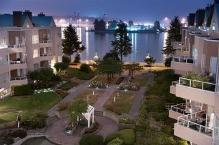 Photo 1: 113 1150 QUAYSIDE DRIVE in New Westminster: Quay Condo for sale : MLS®# R2215813