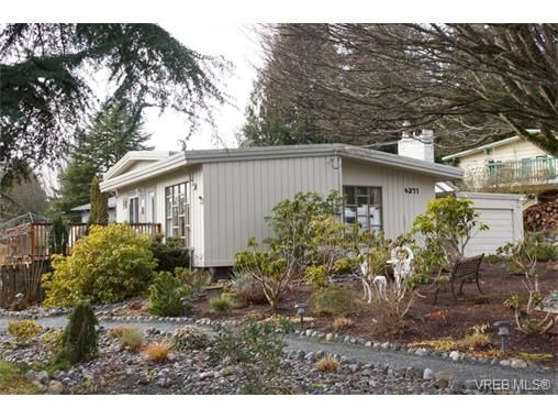 Main Photo: 4371 Parkside Cres in VICTORIA: SE Mt Doug House for sale (Saanich East)  : MLS®# 752505