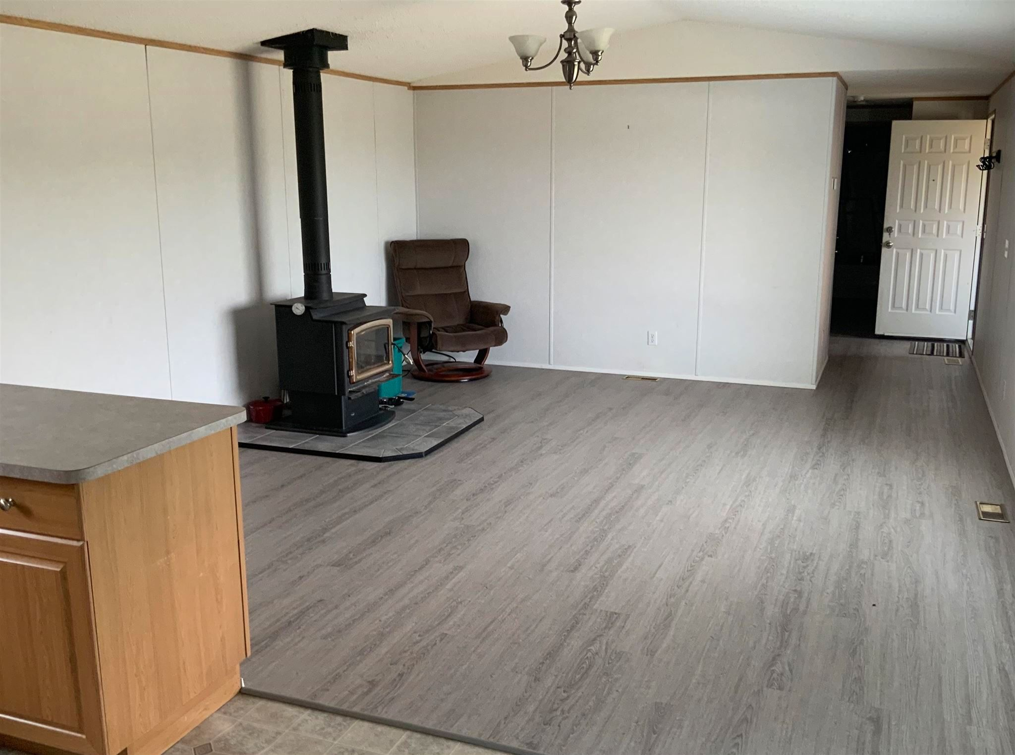 """Photo 4: Photos: 1206 GARCIA Road in Fort St. John: Fort St. John - Rural E 100th Manufactured Home for sale in """"GARCIA ROAD"""" (Fort St. John (Zone 60))  : MLS®# R2597287"""