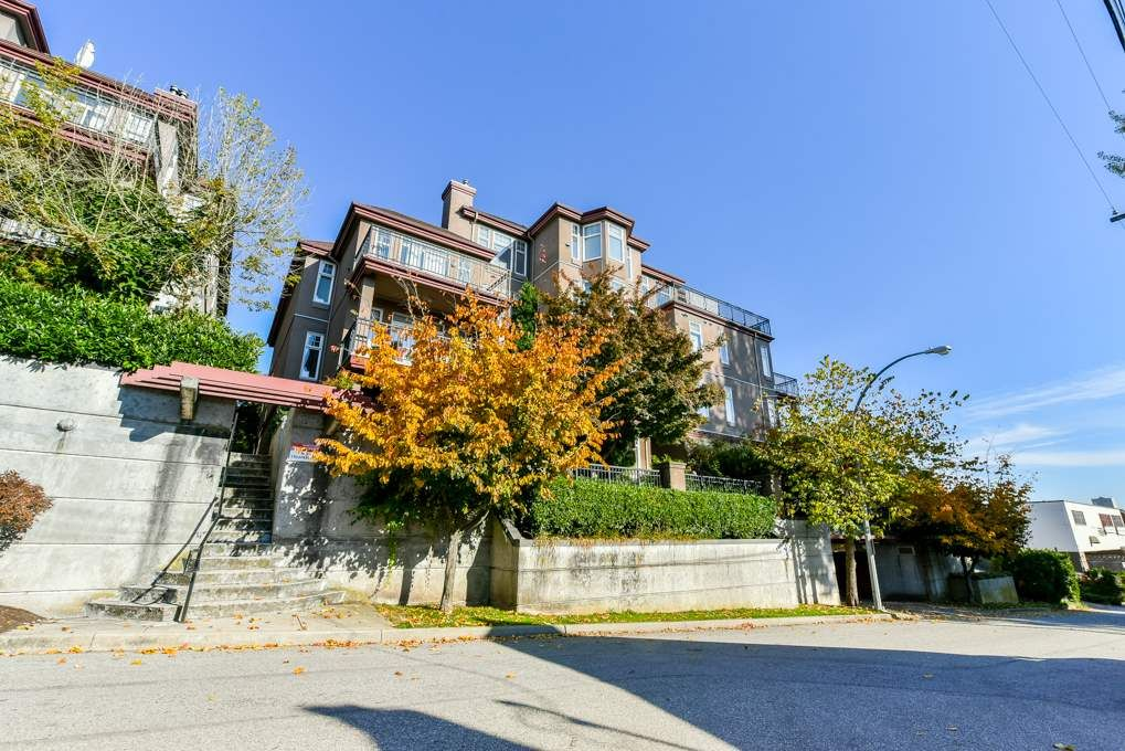 """Main Photo: 205 580 TWELFTH Street in New Westminster: Uptown NW Condo for sale in """"THE REGENCY"""" : MLS®# R2317266"""