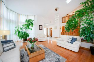 Photo 5: 27 Strathlorne Bay SW in Calgary: Strathcona Park Detached for sale : MLS®# A1120430