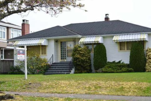 Main Photo: 5588 Manson Street in Vancouver: House