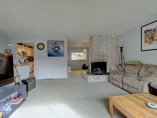 Photo 3: 1316 Lang St in Victoria: Vi Mayfair House for sale : MLS®# 842998
