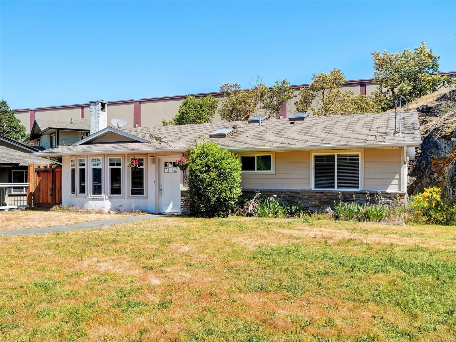 Main Photo: 683 Redington Ave in : La Thetis Heights House for sale (Langford)  : MLS®# 876510