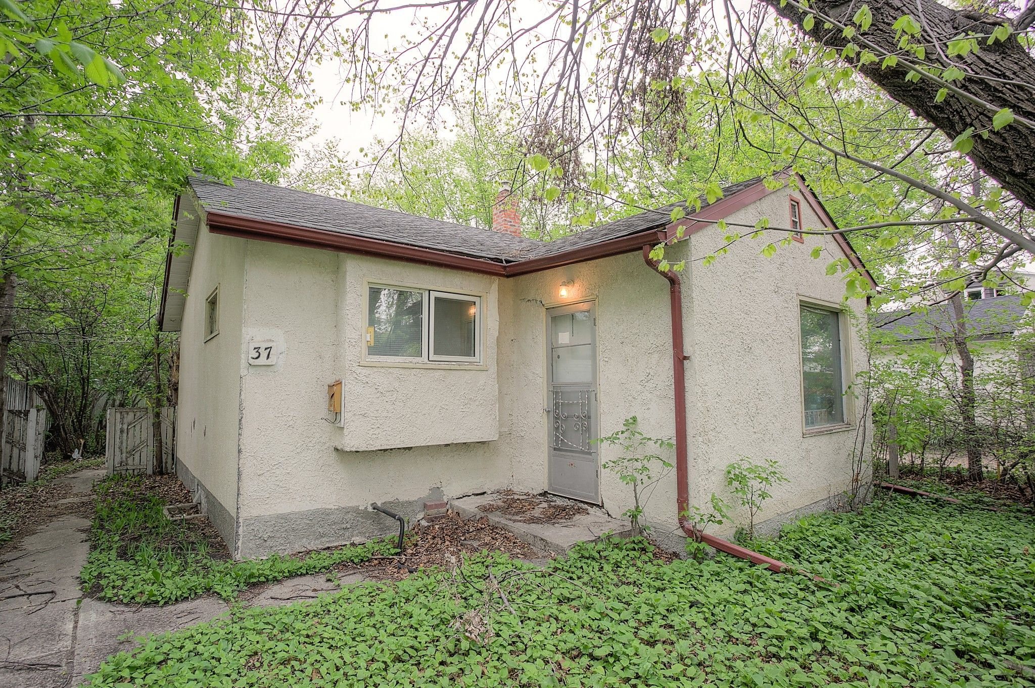Main Photo: 37 St George Road in Winnipeg: Single Family Detached for sale (2D)  : MLS®# 202112791