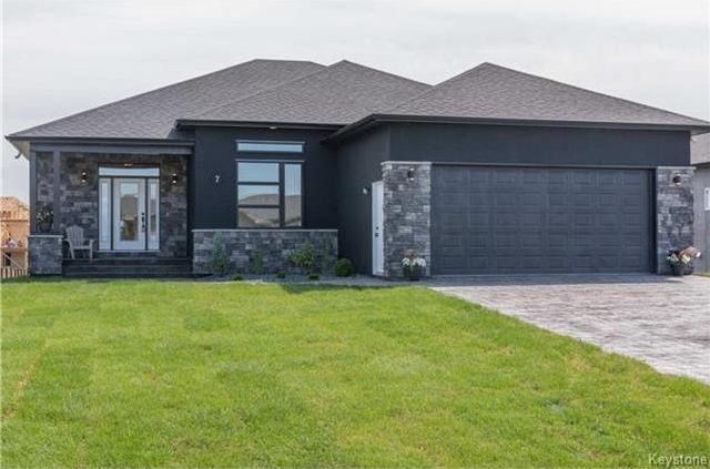 Main Photo: 7 FRANK Street in Oakbank: RM of Springfield Residential for sale (R04)  : MLS®# 1719089