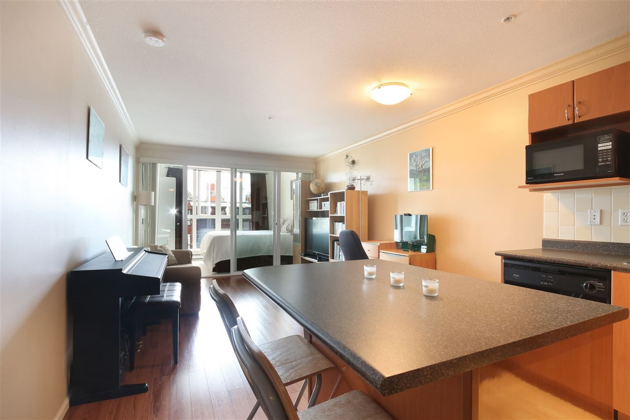 """Main Photo: 306 5629 DUNBAR Street in Vancouver: Dunbar Condo for sale in """"West Pointe"""" (Vancouver West)  : MLS®# R2051886"""