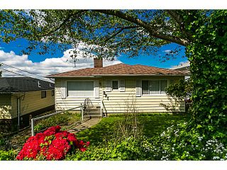 """Photo 3: 321 HYTHE Avenue in Burnaby: Capitol Hill BN House for sale in """"CAPITOL HILL"""" (Burnaby North)  : MLS®# V1123724"""