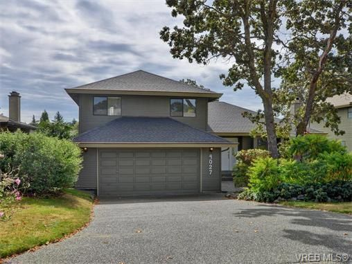 Main Photo: 4027 Hopesmore Dr in VICTORIA: SE Mt Doug House for sale (Saanich East)  : MLS®# 742571
