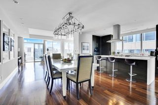"""Photo 3: 1902 667 HOWE Street in Vancouver: Downtown VW Condo for sale in """"PRIVATE RESIDENCES AT HOTEL GEORGIA"""" (Vancouver West)  : MLS®# R2615132"""