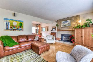 Photo 3: 7349 WHITBY PLACE in Delta: Nordel House for sale (N. Delta)  : MLS®# R2227620