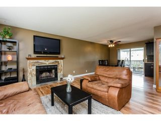 Photo 3: 20285 CHIGWELL Street in Maple Ridge: Southwest Maple Ridge House for sale : MLS®# R2193938