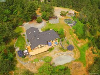 Photo 2: 1716 Woodsend Dr in VICTORIA: SW Granville House for sale (Saanich West)  : MLS®# 805881