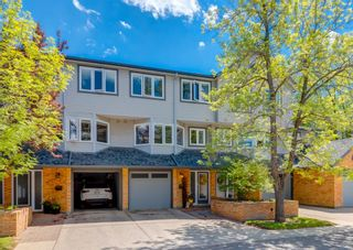 Photo 1: 19 Coachway Green SW in Calgary: Coach Hill Row/Townhouse for sale : MLS®# A1118919