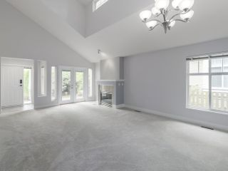 """Photo 2: 45 14877 33 Avenue in Surrey: King George Corridor Townhouse for sale in """"SANDHURST"""" (South Surrey White Rock)  : MLS®# R2513758"""