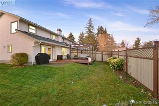 Photo 3: 112 2721 Jacklin Rd in VICTORIA: La Langford Proper Row/Townhouse for sale (Langford)  : MLS®# 832928