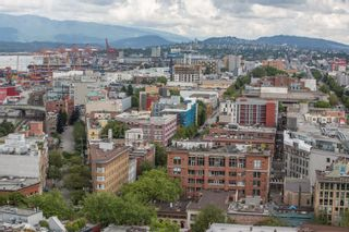"""Photo 21: 2002 108 W CORDOVA Street in Vancouver: Downtown VW Condo for sale in """"Woodwards"""" (Vancouver West)  : MLS®# R2525607"""
