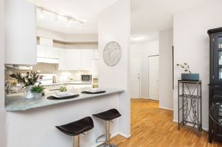 """Photo 7: 106 150 W 22ND Street in North Vancouver: Central Lonsdale Condo for sale in """"The Sierra"""" : MLS®# R2418794"""