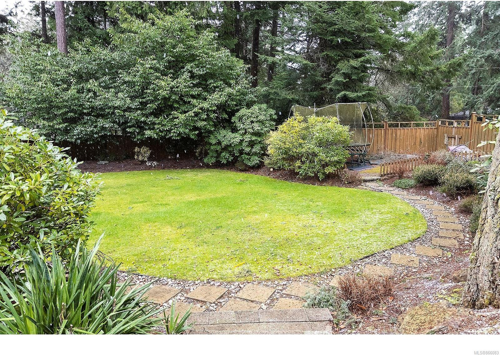 Photo 14: Photos: 5302 Sayward Hill Cres in : SE Cordova Bay House for sale (Saanich East)  : MLS®# 866083