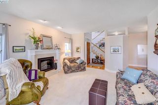 Photo 2: 18 520 Marsett Pl in VICTORIA: SW Royal Oak Row/Townhouse for sale (Saanich West)  : MLS®# 809280