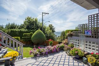 """Photo 27: 1246 OXFORD Street: White Rock House for sale in """"HILLSIDE"""" (South Surrey White Rock)  : MLS®# R2615976"""
