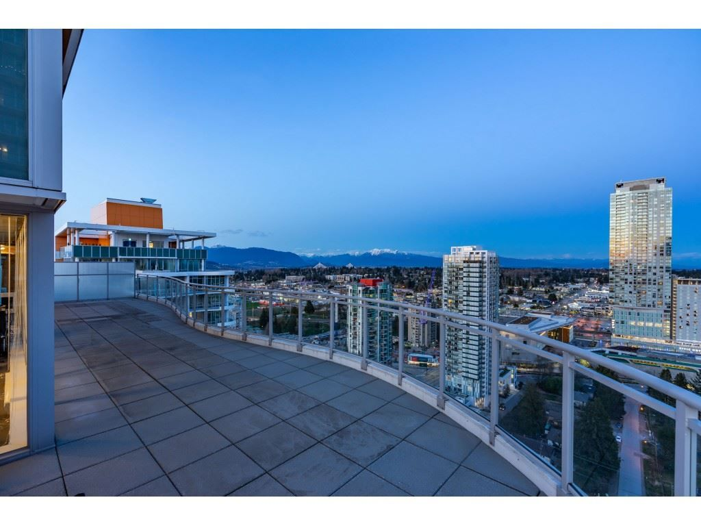 """Main Photo: 2703 13303 CENTRAL Avenue in Surrey: Whalley Condo for sale in """"The Wave at Central City"""" (North Surrey)  : MLS®# R2557786"""