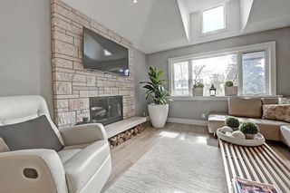 Photo 6: 2012 56 Avenue SW in Calgary: North Glenmore Park Detached for sale : MLS®# C4204364