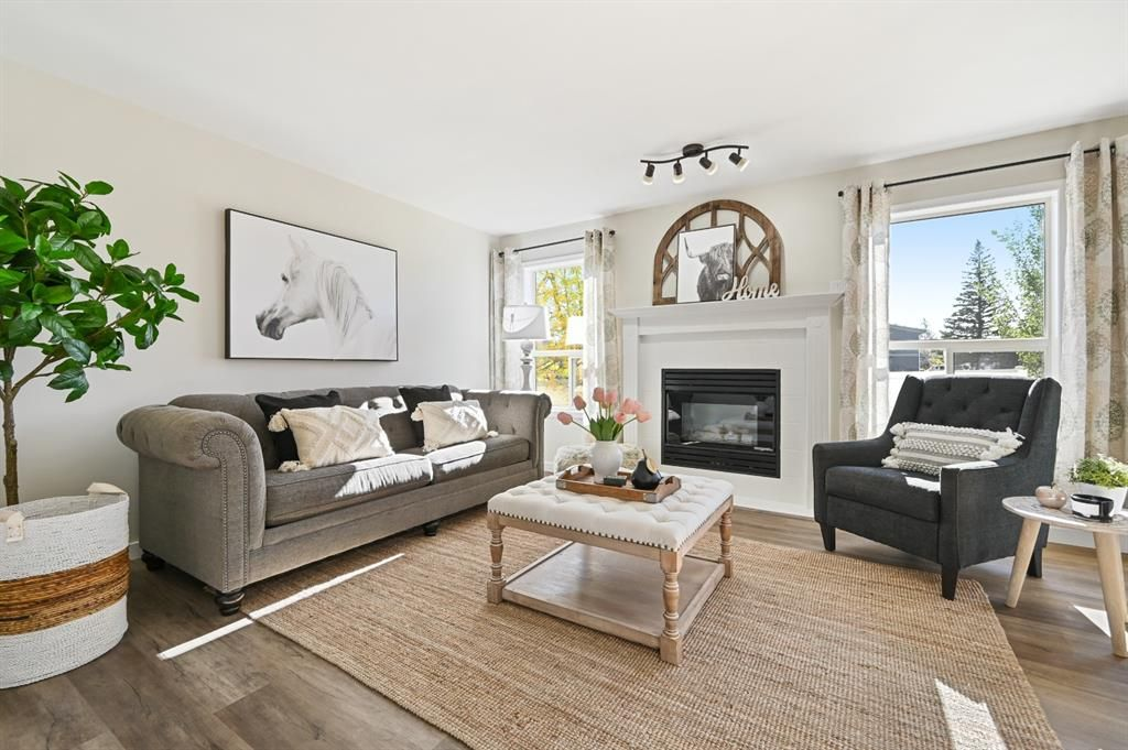 Main Photo: 7 Silvergrove Close NW in Calgary: Silver Springs Row/Townhouse for sale : MLS®# A1150869