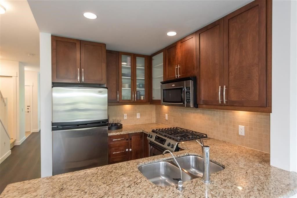 """Photo 6: Photos: 9 307 E 15TH Street in North Vancouver: Central Lonsdale Townhouse for sale in """"AVONDALE"""" : MLS®# R2477092"""