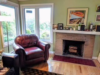 Photo 2: 2528 Forbes St in VICTORIA: Vi Oaklands House for sale (Victoria)  : MLS®# 777981
