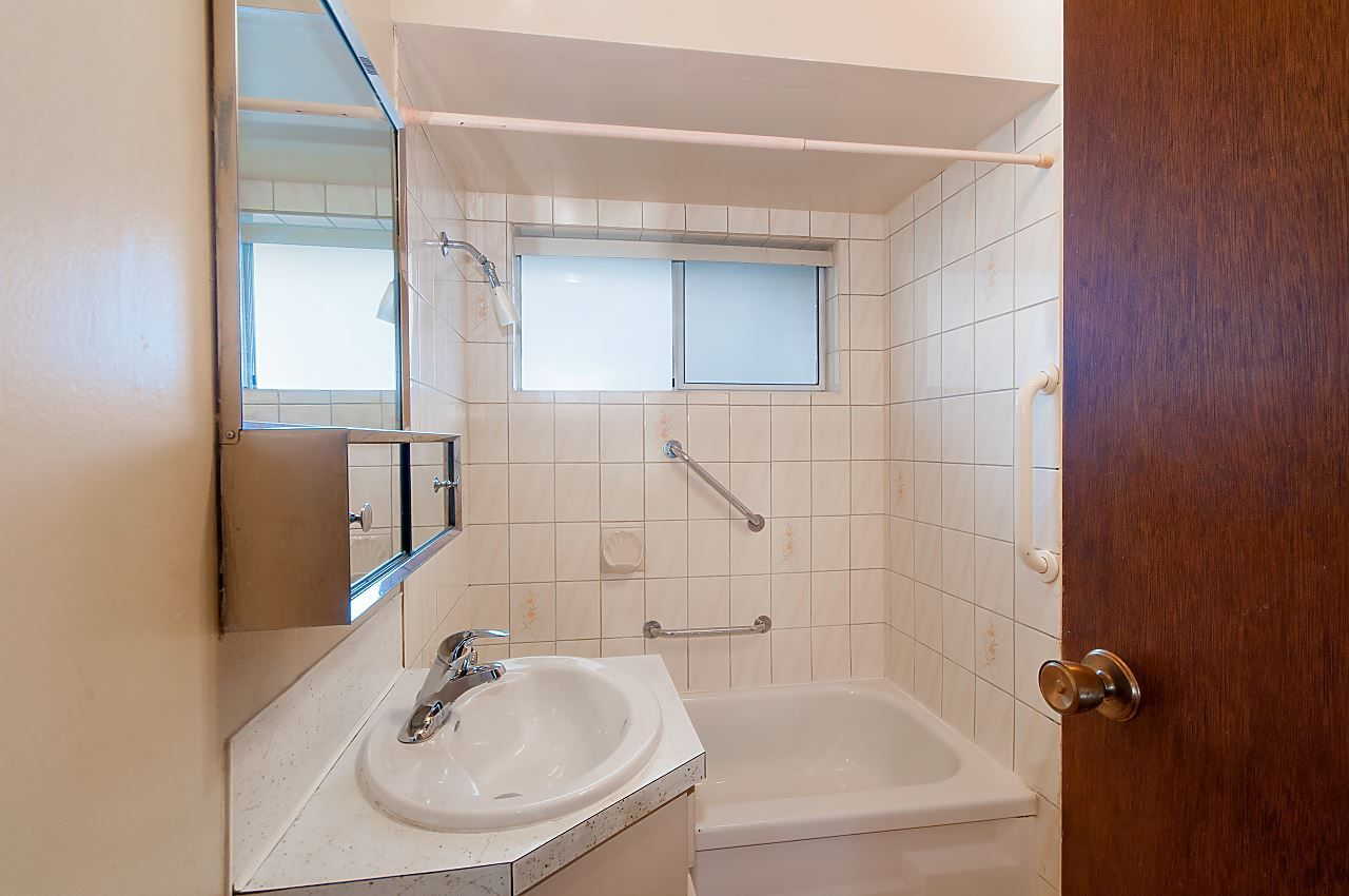 Photo 9: Photos: 1671 W 64TH Avenue in Vancouver: South Granville House for sale (Vancouver West)  : MLS®# R2347397