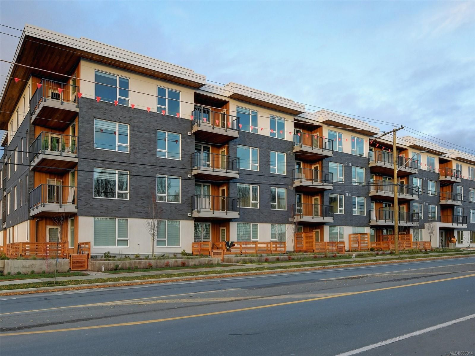Main Photo: 203 1588 North Dairy Rd in Saanich: SE Cedar Hill Condo for sale (Saanich East)  : MLS®# 866914