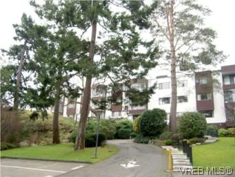 Main Photo: 311 1433 Faircliff Lane in VICTORIA: Vi Fairfield West Condo for sale (Victoria)  : MLS®# 493249