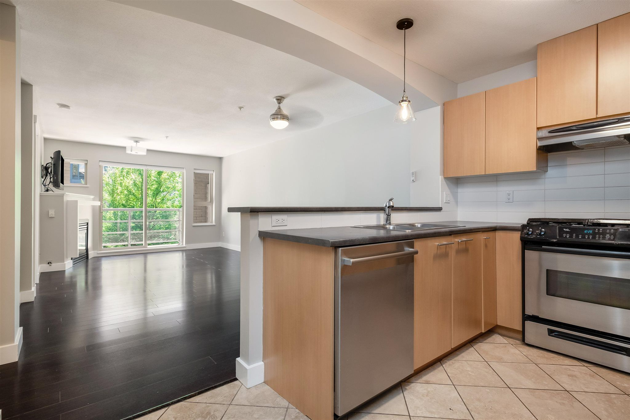 """Photo 10: Photos: 211 9339 UNIVERSITY Crescent in Burnaby: Simon Fraser Univer. Condo for sale in """"HARMONY"""" (Burnaby North)  : MLS®# R2597666"""