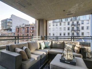 """Photo 3: 501 183 KEEFER Place in Vancouver: Downtown VW Condo for sale in """"PARIS PLACE"""" (Vancouver West)  : MLS®# R2124284"""