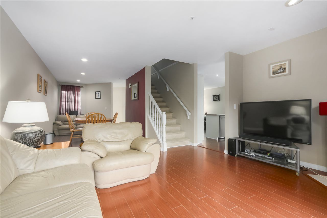 """Photo 5: Photos: 61 758 RIVERSIDE Drive in Port Coquitlam: Riverwood Townhouse for sale in """"RIVERLANE ESTATES"""" : MLS®# R2444396"""