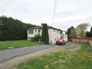 Photo 1: 3167 Carroll St in VICTORIA: Vi Burnside House for sale (Victoria)  : MLS®# 636095