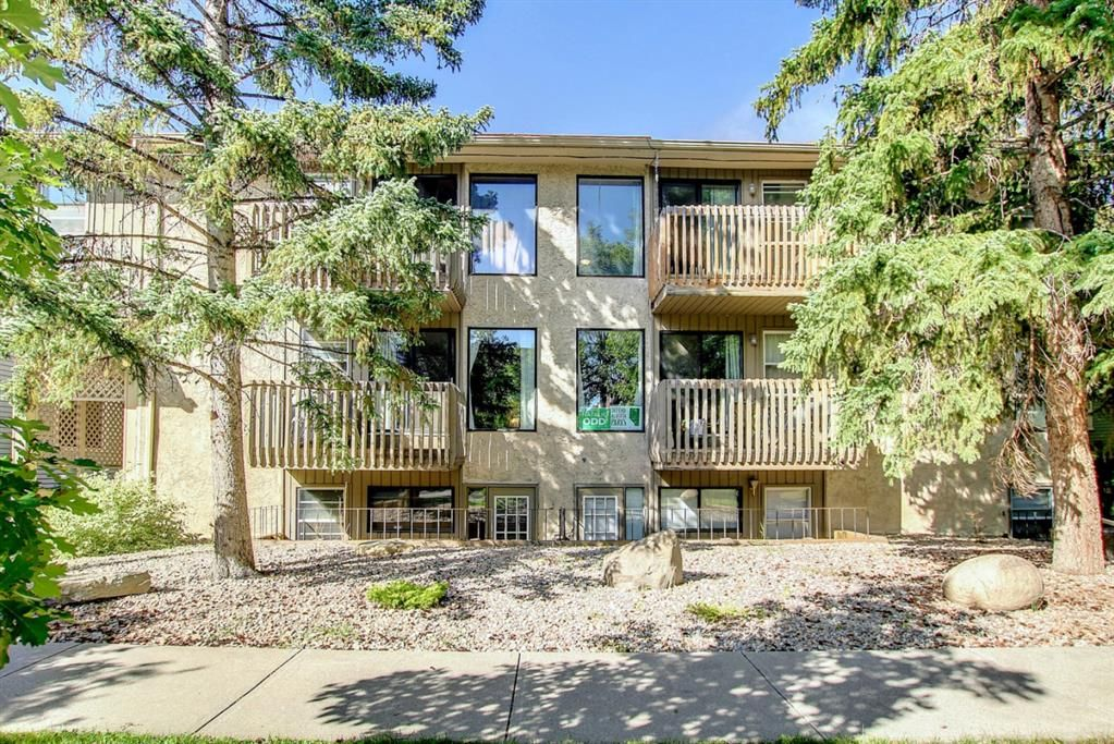 Main Photo: 304 332 6 Avenue NE in Calgary: Crescent Heights Apartment for sale : MLS®# A1144836