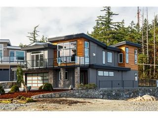 Photo 4: 704 Demel Pl in VICTORIA: Co Triangle House for sale (Colwood)  : MLS®# 686500