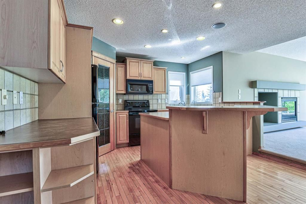 Photo 2: Photos: 106 Everwillow Close SW in Calgary: Evergreen Detached for sale : MLS®# A1116249