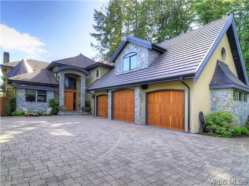 FEATURED LISTING: 1035 Loch Glen Pl VICTORIA
