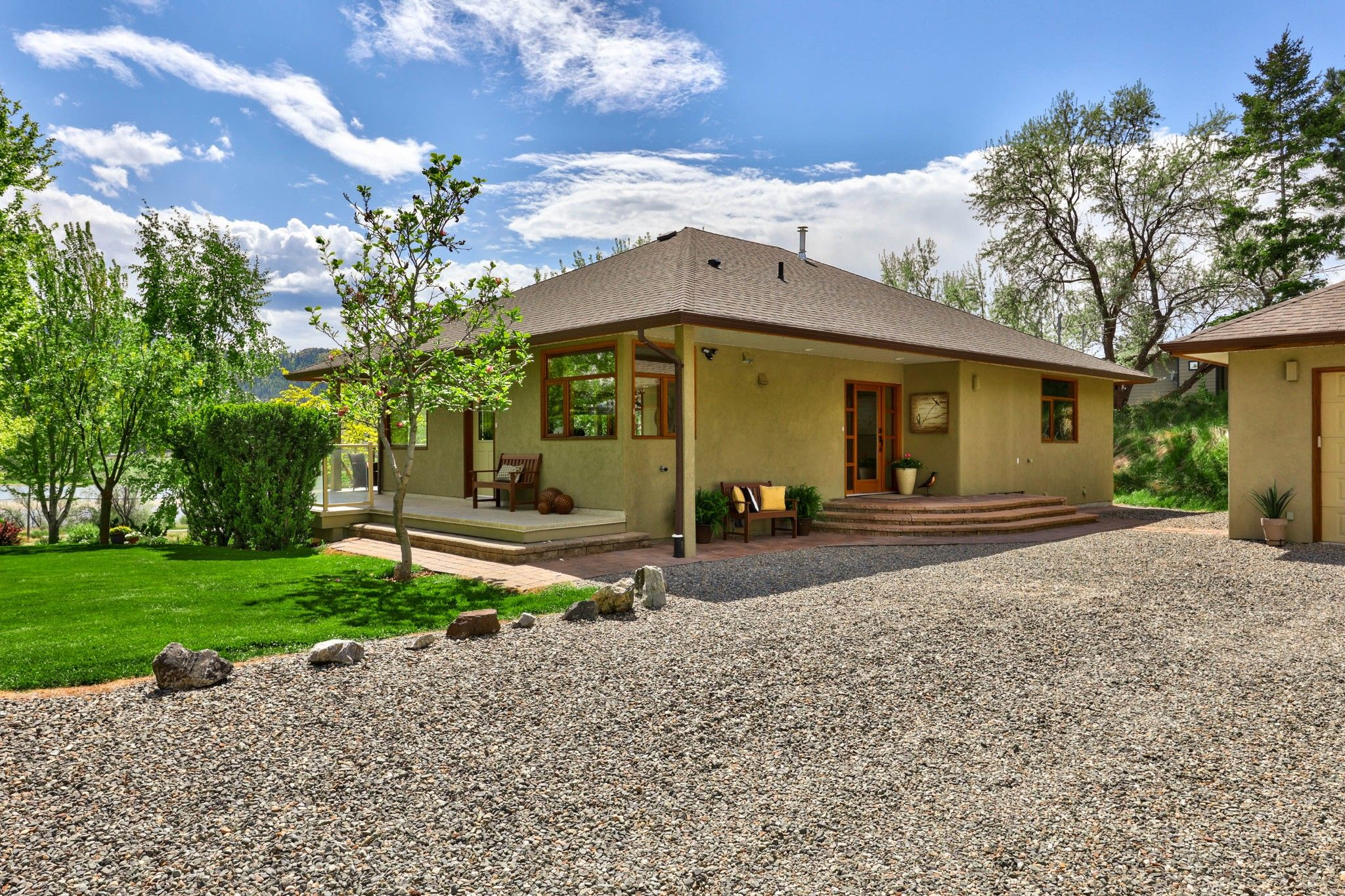 Photo 3: Photos: 3299 E Shuswap Road in Kamloops: South Thompson Valley House for sale : MLS®# 162162