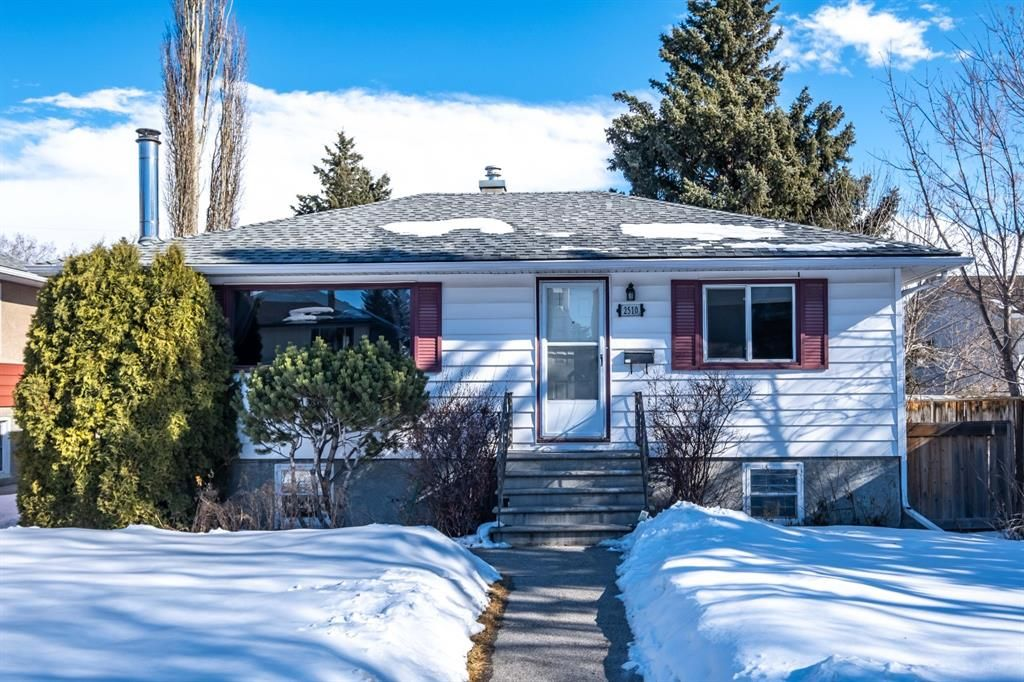 Main Photo: 2510 17 Street NW in Calgary: Capitol Hill Detached for sale : MLS®# A1074729