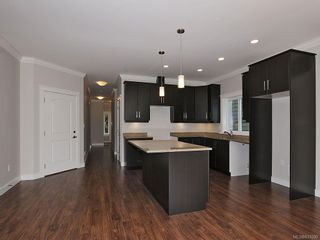Photo 5: 3338 Hazelwood Rd in Langford: La Happy Valley House for sale : MLS®# 631000