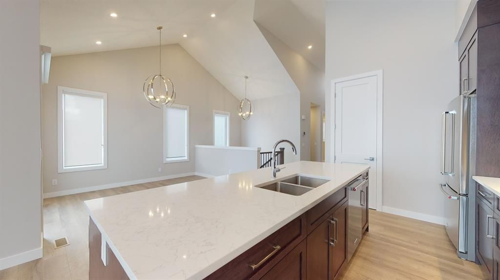 Photo 14: Photos: 38 Crestridge Bay SW in Calgary: Crestmont Row/Townhouse for sale : MLS®# A1073636