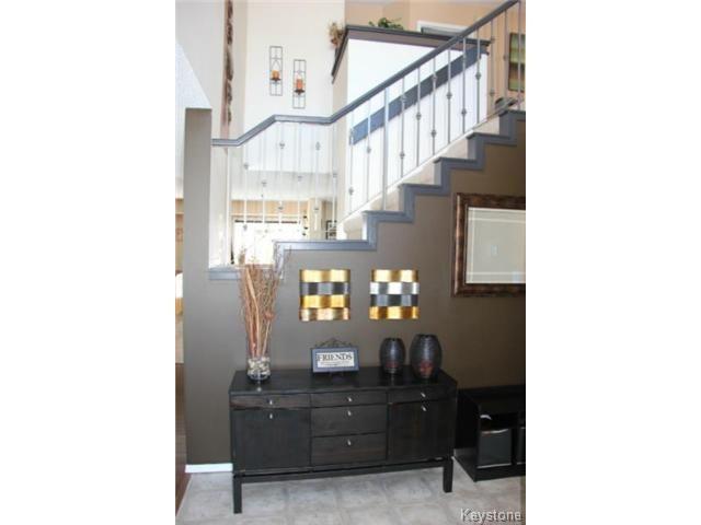 Photo 10: Photos: 100 Harding Crescent in WINNIPEG: St Vital Residential for sale (South East Winnipeg)  : MLS®# 1403083